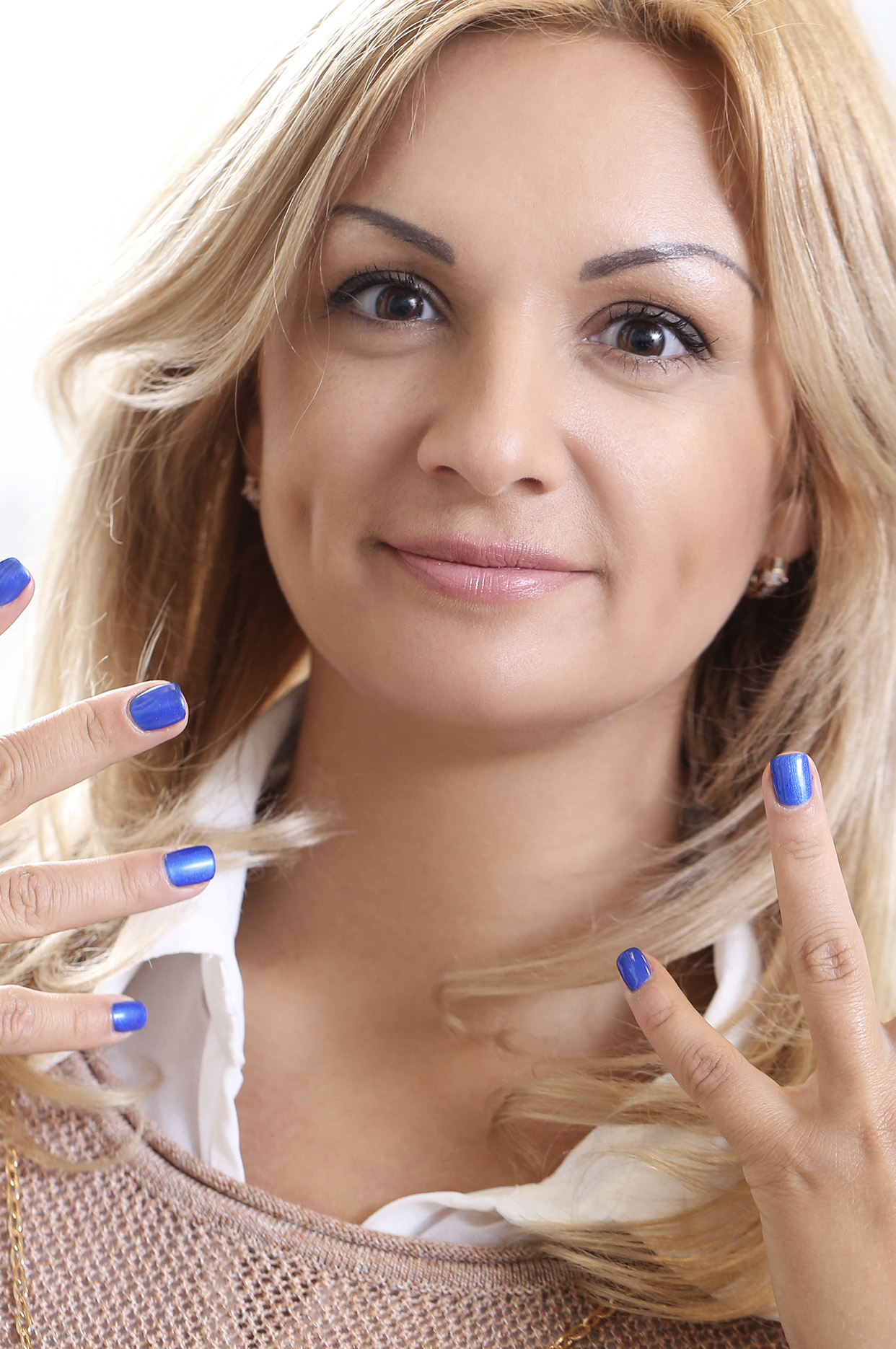 Insurance For Nail Salons | Person with painted nails